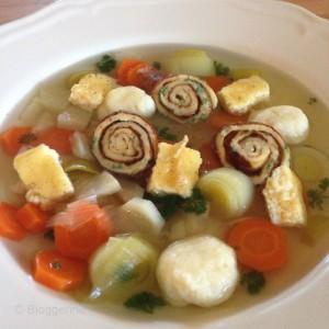 vegetarisch kochen, Hochzeitssuppe, Fädle, Grießklößchen, Eierstich, selbst gemacht, vegetarisch kochen, Rezept