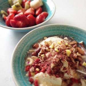 Gesundes Frühstück, Joghurt, Quark, Nüsse, Blütenmischung, Alles Liebe, Sonnentor, frisches Obst, Obst,  gesund Leben, Bio-Gewürz