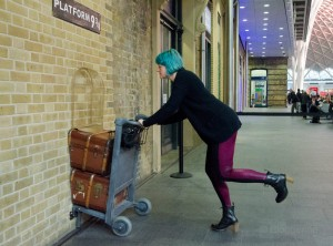 London, Bahnhof, Kings Cross, Harry Potter, Gleis 9 3/4, plattform 9 3/4, Hogwarts, Train, Zug