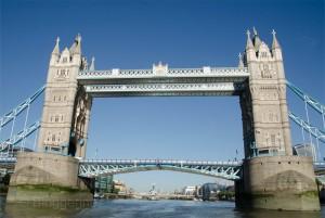 London, Running, joggen, Joggen im Urlaub, fit im Urlaub, England, Morgensonne, Jogger, tower Bridge