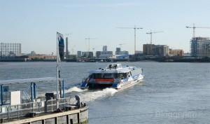 London, Running, joggen, Joggen im Urlaub, fit im Urlaub, England, Morgensonne, Jogger, Thmaes Clipper Boats, Bus auf dem Wasser, Themse