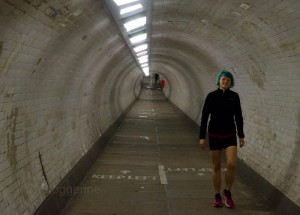 London, Running, joggen, Joggen im Urlaub, fit im Urlaub, England, Morgensonne, Jogger, Greenwich park, Tunnel