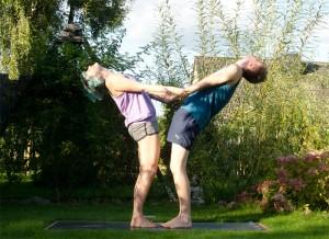Partneryoga, Yoga, Rückbeuge, Dehnung, fit sein, fit mit Partner, asana, partner asana, backbend