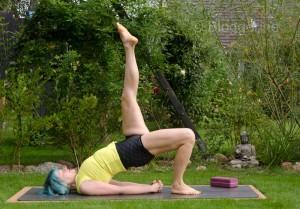 Yoga, Asana, yogaposition, bridge pose, one leg bridge pose, eka pada setu bandhasana, backbend