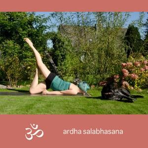 Yoga, Yogini, Asana,, Rückbeuge, backbend, heuschrecke, locust, salabhasana, halbe Heuschrecke, ardha salabhasana