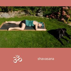 Yoga, Yogini, Asana, restorative pose, neutrale Position, shavasana, Entspannung, entspannen, baby krishna