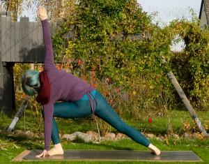 yoga, yogapose, position, asana, stehende Position, standing pose, extended side angle, parsvakonasana