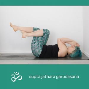 supta jathara garudasana, supine eagle pose, yoga, yogapose, asana, Ausgleichsposition, yogi