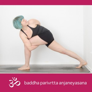 bound revolved high lunge, baddha parivrtta anjaneyasana, yoga, yogi, yogapose, asana, Ausfallschritt, gedreht und gebunden