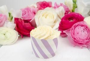 Geburtstag, Blumen, Ranunkel, Fresien, Rosen, rosa, weiß, pink, Frühlingsblumen, Geburtstagsblumen, Muffin, Cupcake, lila
