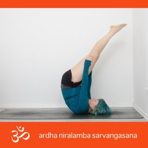 Yoga, Yogaposition, Asana, Yogi, Inversion, Umkehrhaltung, Schulterstand, shoulderstand, unsupported shoulderstand, ungestützter Schulterstand, sarvangasana