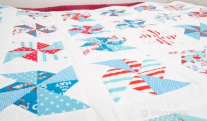 Quilt, Kinderquilt, patchworkdecke, Bettdecke, Zickzack, zigzag, quilten, Geschenk, Geburtsgeschenk, weiß, rot, türkis, pinwheels, windmühlen