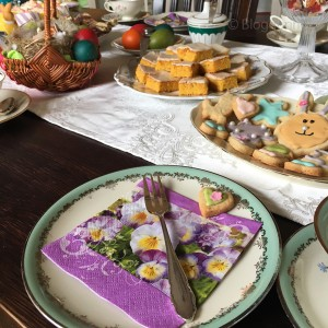 Ostern, Osterbrunch, Kaffeetafel, Ostersonntag, Ostermontag, Kuchen, Rüblikuchen, Kekse, Vintage