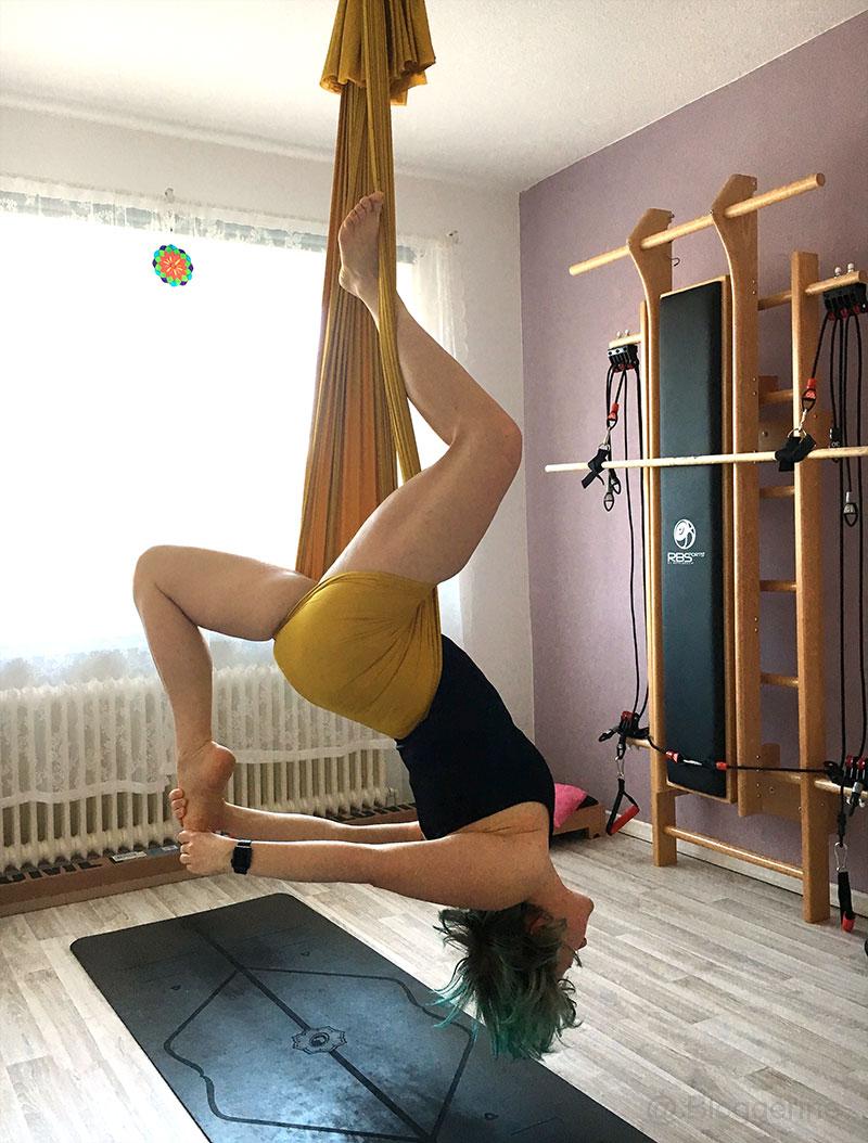 Aerial Yoga, Yoga, flying yoga, Yogatuch, Yogabuch, Taube, eka pada rajakapotasana, pigeon, Yogaposition