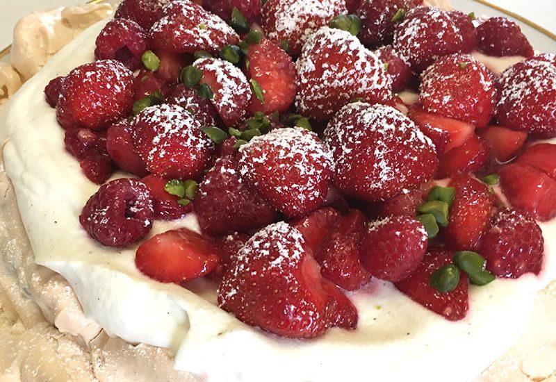 Erdbeere, Erdbeeren, Erdbeersaison, Rezept, Rezepte mit Erdbeeren, Pavlova, Erdbeerkuchen, Baiser, Dessert
