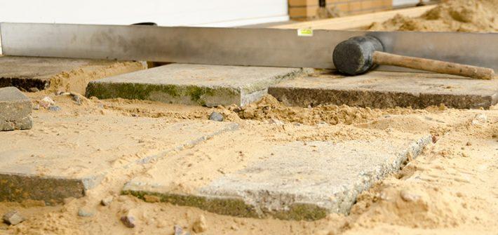 Terrasse, Terrassenneubau, selber machen, selber bauen, diy, Holzterrasse, Robinie, Robinienterrasse, Sandsteinmauer, Steinplatten