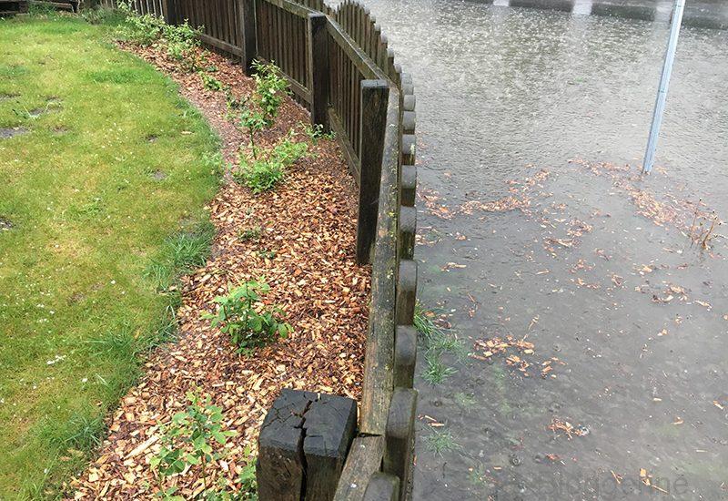 Unwetter, Starkregen, Überschwemmung, Wasser im Keller, Gulli verstopft