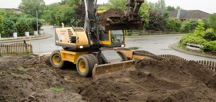 Vorgarten, Garten, Bagger, Minibagger, Baggerarbeiten, Garten gestalten, selber machen, Wegebau, Sandsteinmauer bauen