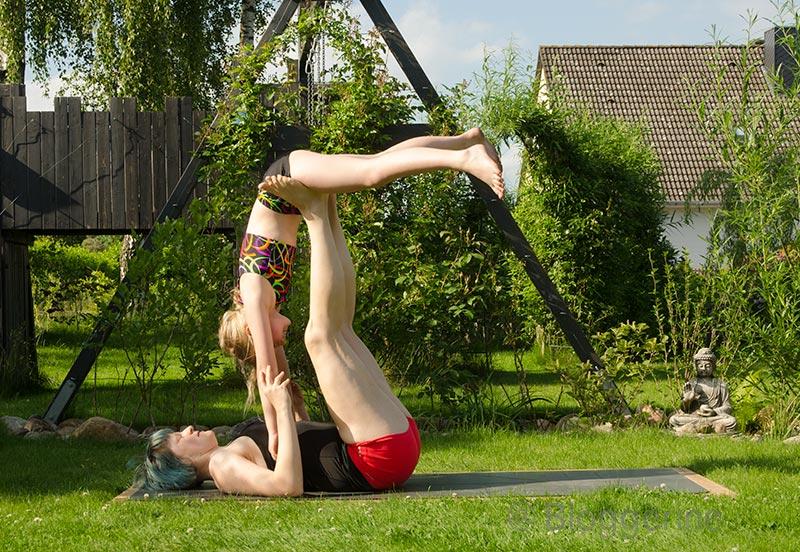 AcroYoga, Yoga, Akrobatik, Yoga mit Kindern, Garten