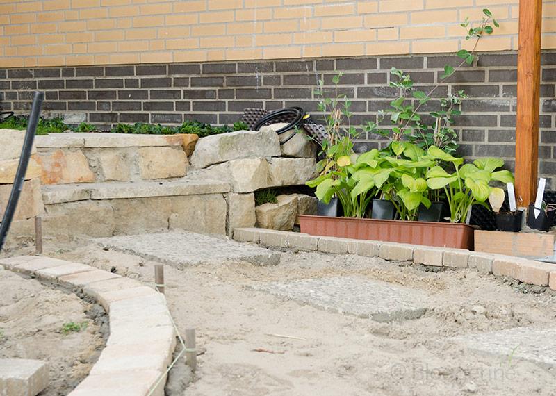 Garten, Gemüsegarten, Gartenweg, Weg, Wegeinfassung, Steine, selber machen, diy, Neugestaltung