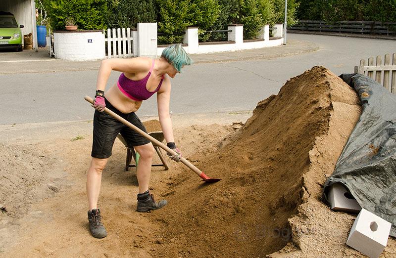 Garten, Garten selbst gestalten, diy, selber machen, Gartenweg, Wegedecke, Sandstein, gelb, Gartenweg, Kies