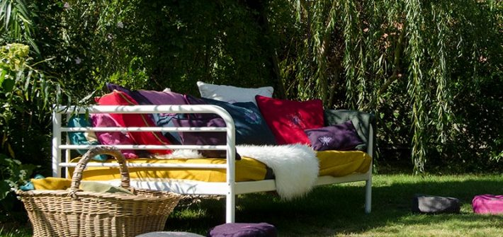 Bett, Gartenbett, Kissen, selber nähen, selber machen, Gartendeko, Korbstuhl, Gartenparty, Petersilienhochzeit, Sommer