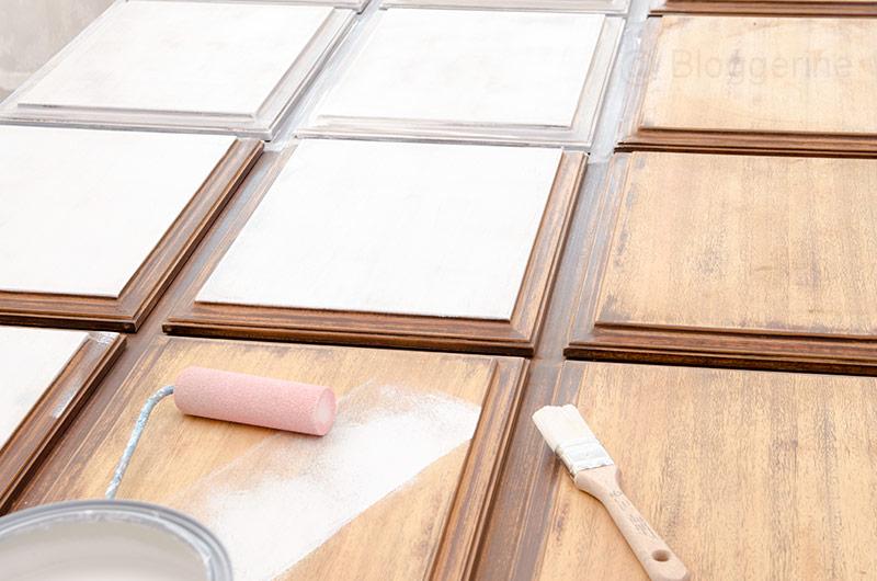 Siebziger Jahre Tür, Haustür, Holztür, Mahagonitür, selber streichen, neu streichen, schleifen, diy, Außentür, lackieren, Farbe, Isoliergrund