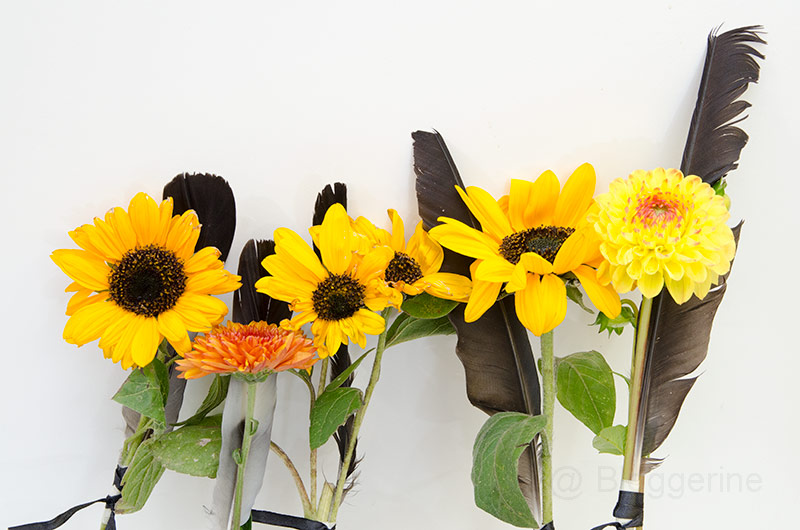 Trauerfloristik, Trauer, Beerdigung, Blumen, Blumengebinde, Federn, Begräbnis, Trauerfeier, Grab, Grabschmuck, Grabbeigabe, Trauern mit Kindern, diy, Gestecke selber machen