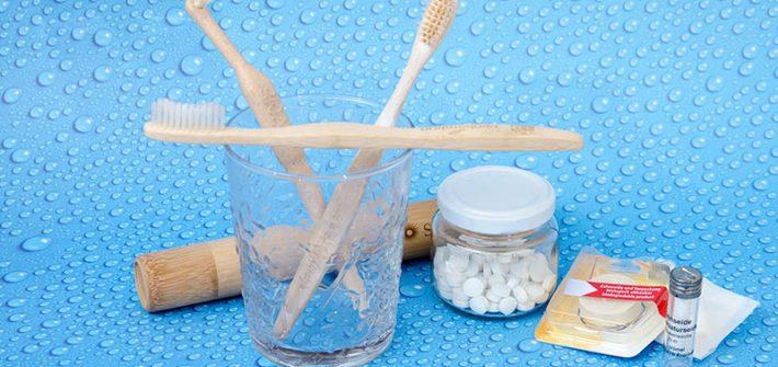 nachhaltig leben, Nachhaltigkeit, zerowaste, zero waste, kein Plastik, Plastik frei, wenig Müll, Zahnbürste, Zahntabletten, Zähne putzen, natürliche Zahnseide, Zahnseide, Mundhygiene