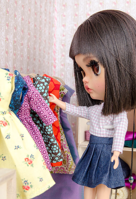 MargoTravellingBlythe, Blythe, diy, Margo, Karolin Felix, Puppe, doll, traveling blythe, Puppenhaus, Puppenmöbel, Ankleidezimmer, Puppenkleidung, nähen