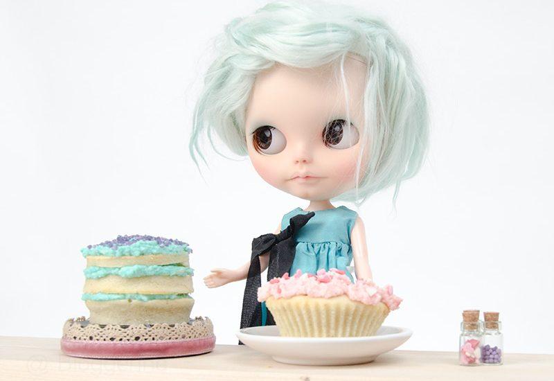 MargoTravellingBlythe, Blythe, diy, Margo, Karolin Felix, Puppe, doll, traveling blythe, Fotografie, Puppenfotografie, Kuchen, Sharon Avital, custom blythe, türkis, aqua