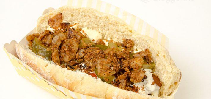 Hot Dog, Fast Food, Street Food, dänisches Hot Dog, Rezept, kochen, selber machen, diy, Hot Dog Brötchen, Remouladensoße, Ketchup, Senf, Röstzwiebeln, vegetarisches Würstchen, Mörstchen, vegetarisch, Vegetarier, lecker