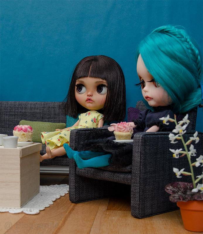 MargoTravellingBlythe, Blythe, diy, Margo, Karolin Felix, Puppe, doll, traveling blythe, Fotografie, Puppenfotografie, Kuchen, Sharon Avital, custom blythe, türkis, aqua, Puppenmöbel