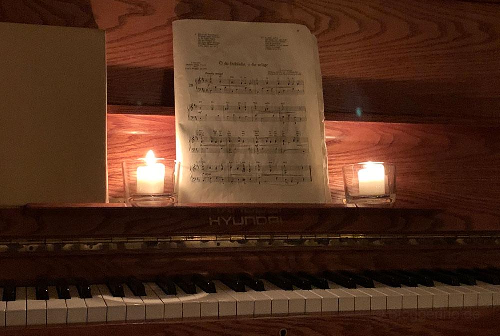 Weihnachsstube - Heiligabend anders & gemeinsam im Gemeindehaus - Klavier