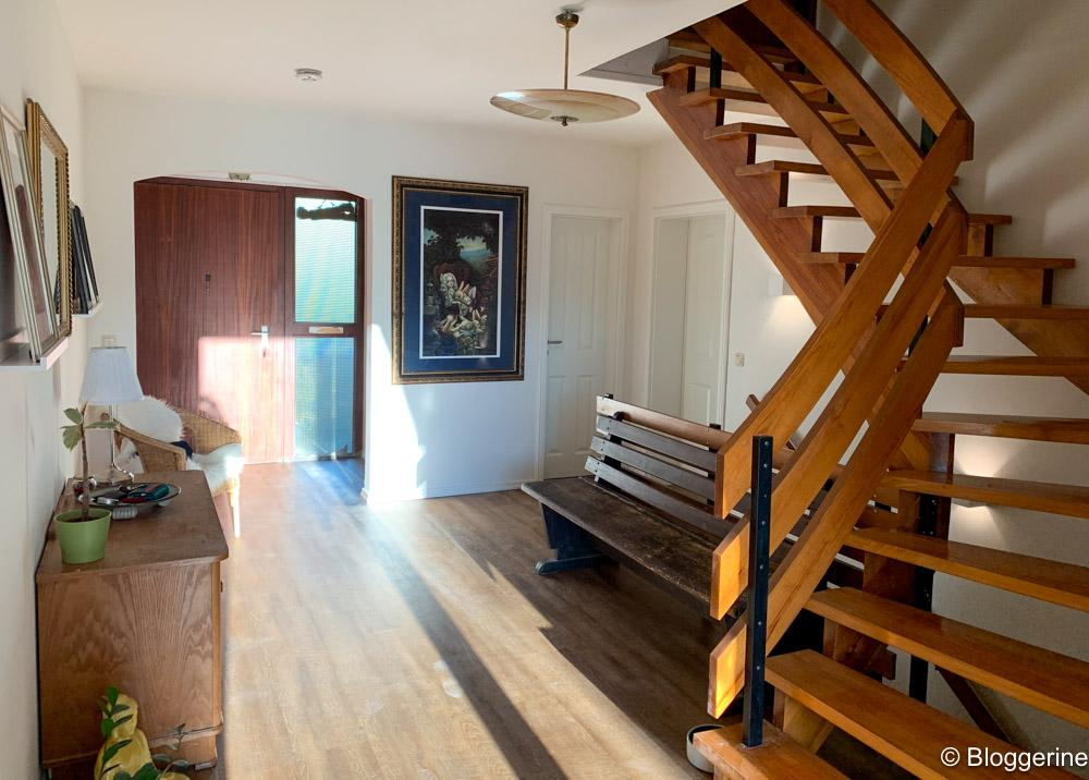 Designfußboden und offener Eingang
