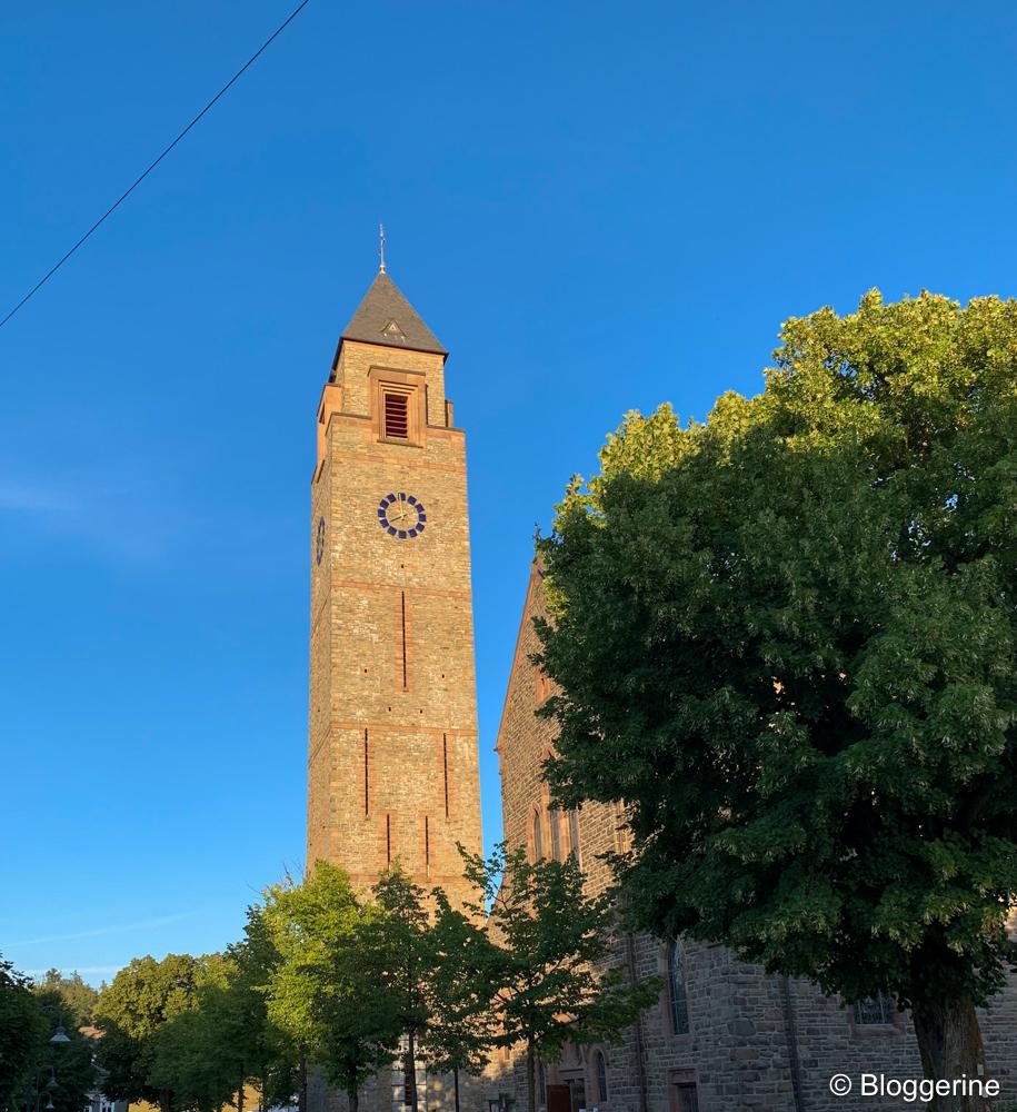 Kirchturm der St. Alexander Kirche in Schmallenberg