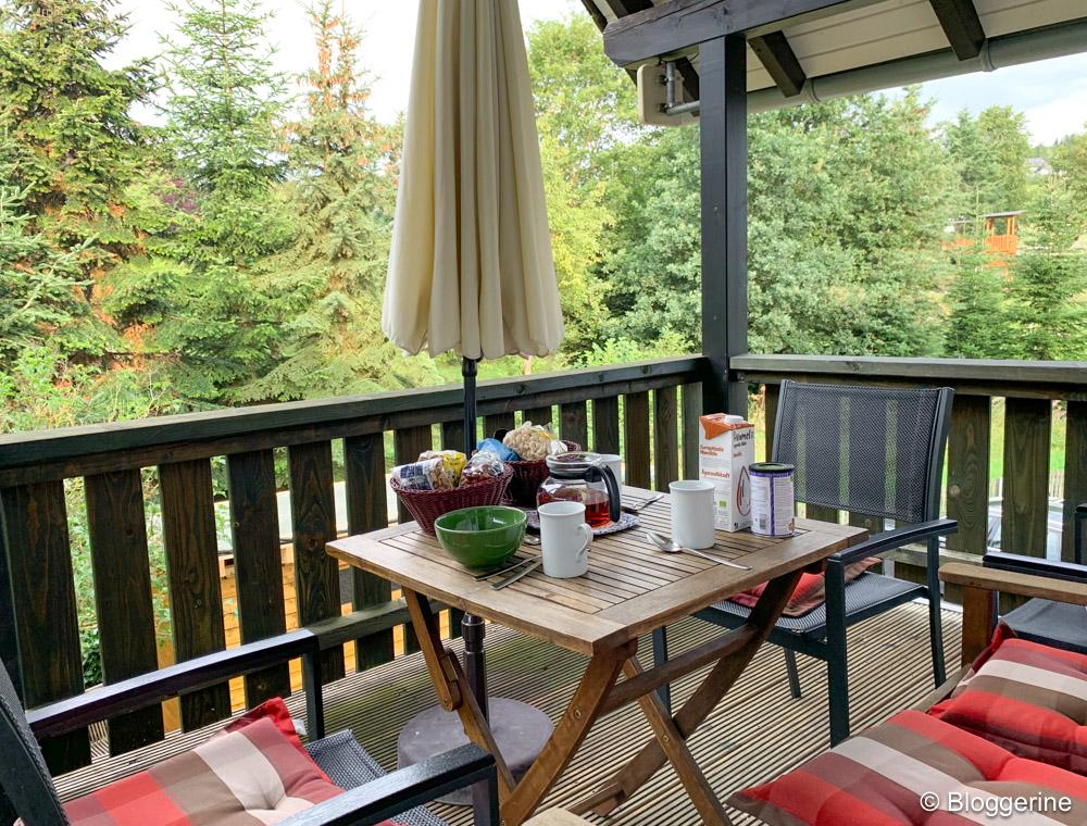 Balkon zum Frühstücken in der Ferienwohnung