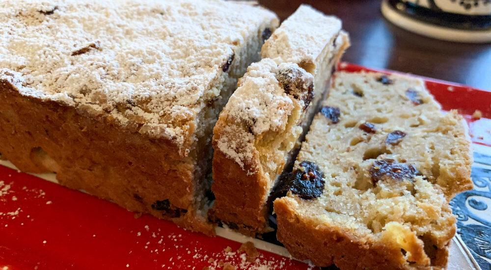 Apfel-Cranberry-Kuchen mit Puderzucker