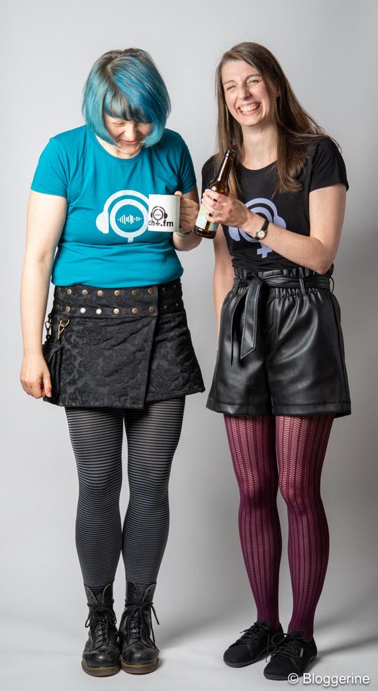Bloggerine und Dr. Macht mit Macht.fm Shirts Tee und Bier, lachen